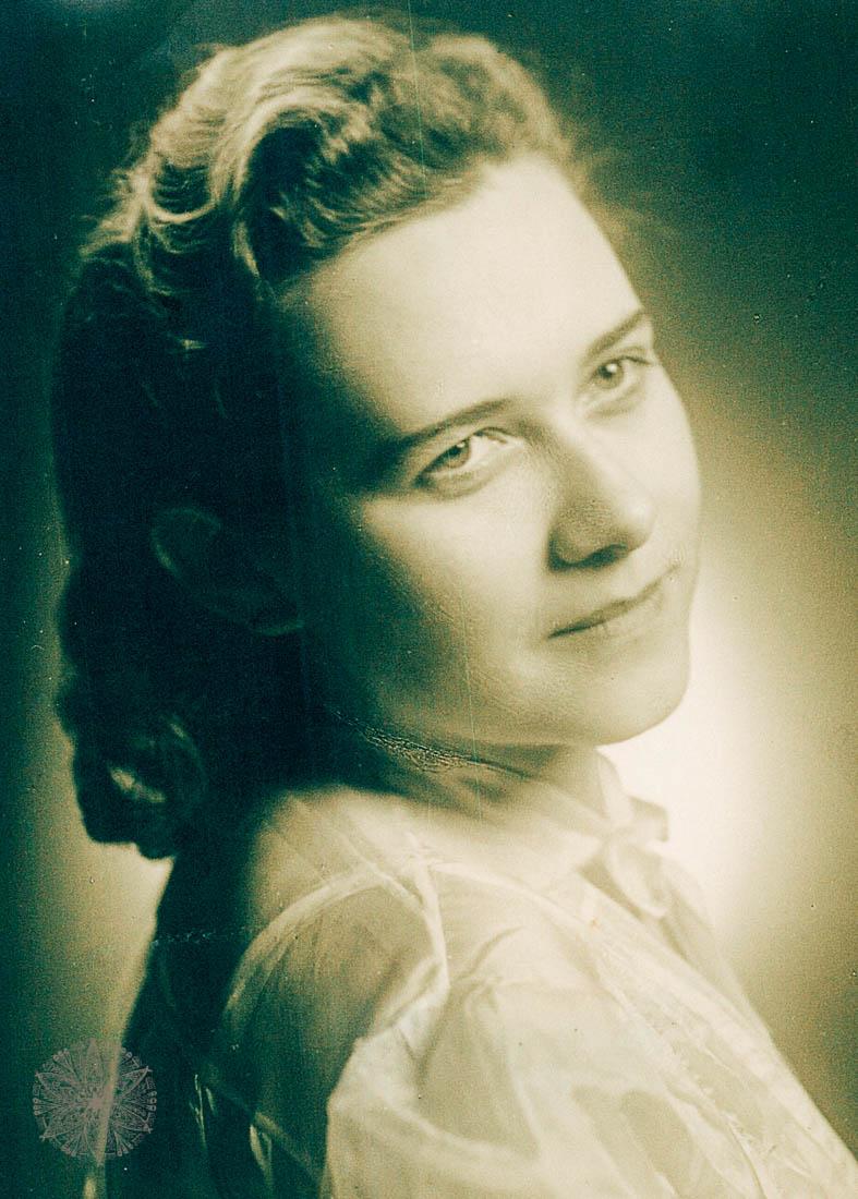 Frau B.s Oma in jungen Jahren