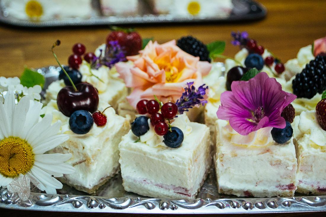 FrauBpunkt Petits Fours Törtchen Hochzeit Lavendel Rose-35