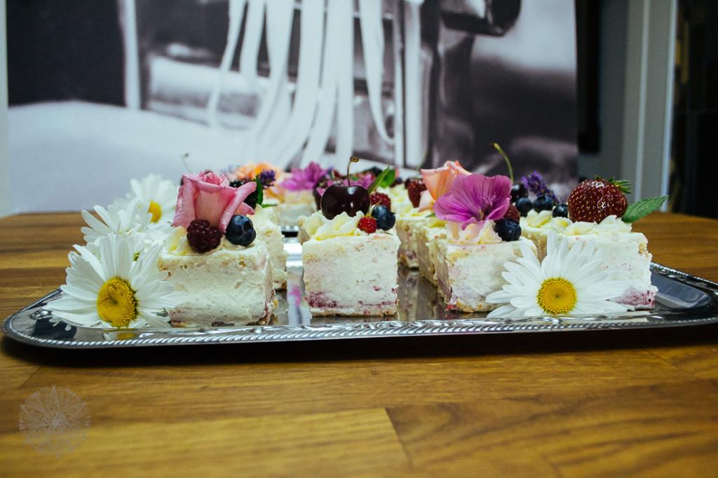 FrauBpunkt Petits Fours Törtchen Hochzeit Lavendel Rose-45