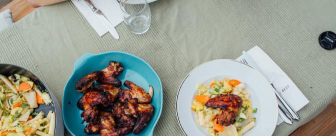 FrauBpunkt Chicken Wings BBQ gegrilltes Kraut Salat asiatisch crossover (20 von 23)